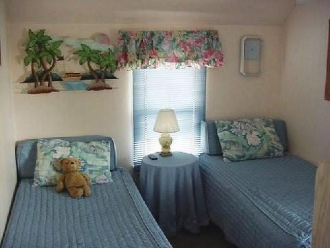 Second Floor  2 Twin Beds W/cable Tv/dvd/vcr