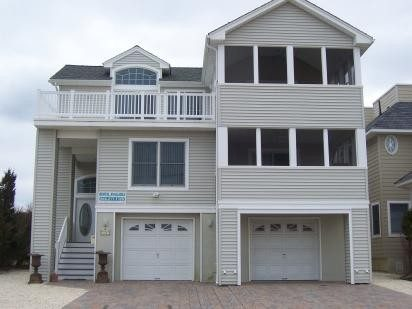 Gorgeous 5 Bedroom Home * 5 Houses from Beach
