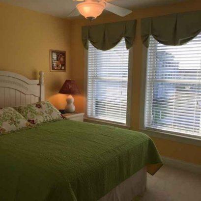 2nd Bedroom, 1 Queen bed