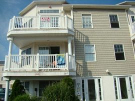 ELEGANT BEACH BLOCK 3 BEDROOM, 2 BATH, LINENS, BEACH GEAR, LOCAL PROPERTY MGR.