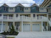 ONE HOUSE FROM BEACH, Luxury 6 BEDROOM House, WiFi, HDTV