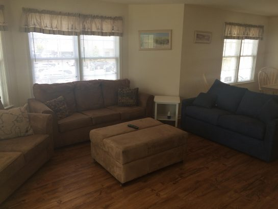 UNIT B LIVING AREA