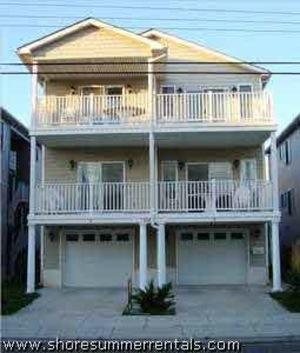 8 BEDROOMS, 4 BATHS, BEACH BLOCK, SLEEPS 24, PET FRIENDLY, LINENS /TOWELS/BEACH GEAR INCLUDED