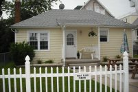ADORABLE 2 BR COTTAGE, FULLY EQUIPPED SLEEPS 5-7 2 BLOCKS TO BEACH/BOARDS