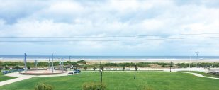 *OCEAN FRONT CONDO* Fantastic View- Sleeps 4-5 $1695 wk-DEAL!!