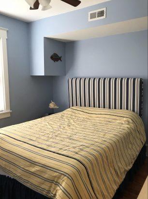 1st floor rear bedroom (queen)