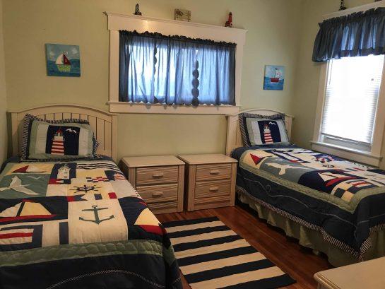 1st floor front bedroom (2 twins)