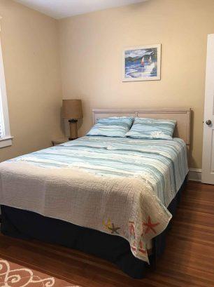 Second floor rear bedroom, queen