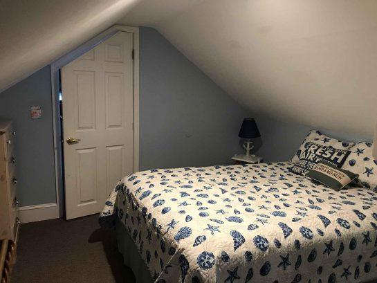 Loft bedroom queen