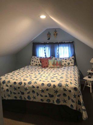 Loft bedroom, king