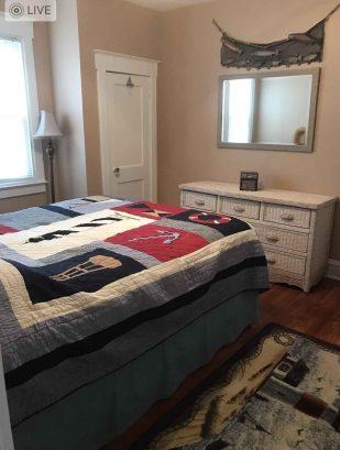 1st floor middle bedroom