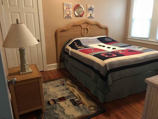 1st floor middle bedroom (queen)