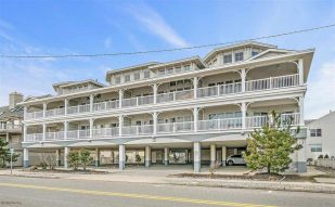 Pristine Ocean Front Condo with Beautiful Views of the Ocean