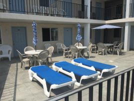 Adorable 1 bedroom Condo with Pool~ Steps to Beach