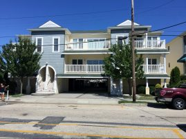 Immaculate 3 Bedroom Condo, 2 blocks to beach