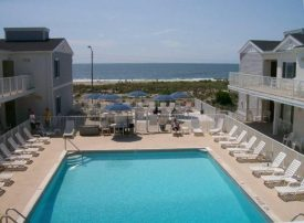 2 Bed 1 Bath Condo w Large Heated Pool on Ocean Beach Boardwalk