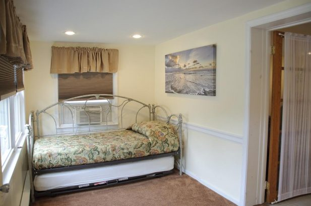 Suite B - Spacious 675 sq. ft., 2 Bedroom, sleeps 8