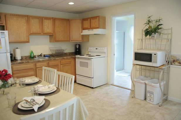 Suite C - Spacious 575 sq. ft., 1 Bedroom, sleeps 6