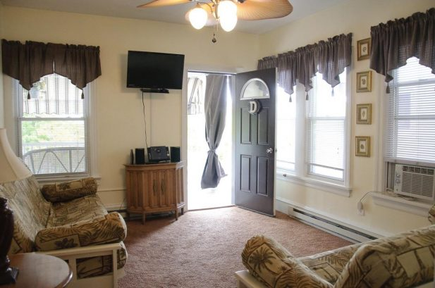 Suite D - Spacious 575 sq. ft., 1 Bedroom, sleeps 6