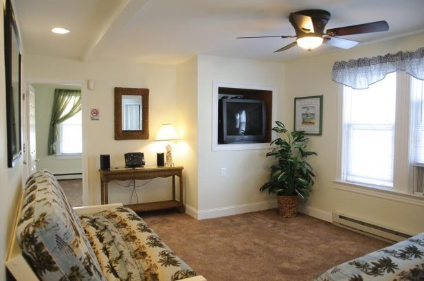 Suite E - Spacious 475 sq. ft., 1 Bedroom, sleeps 6
