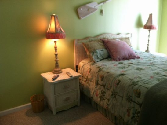 Beatiful Queen In The Master Bedroom. Large, Private Bath.