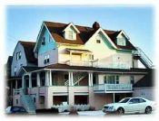 Quaint Victorian Beach House 1 block to beach and Boardw(Apts)