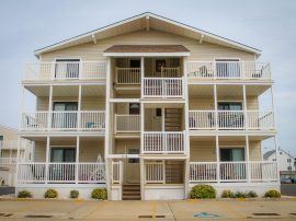 *BEAUTIFULLY DECORATED SEASHORE CONDO * BRIGHT SPACIOUS * 3BR * HEATED POOL * FAMILY AFFORDABLE *