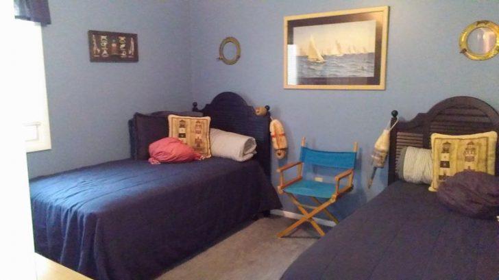 SAILBOAT BEDROOM - 2 TWIN BEDS