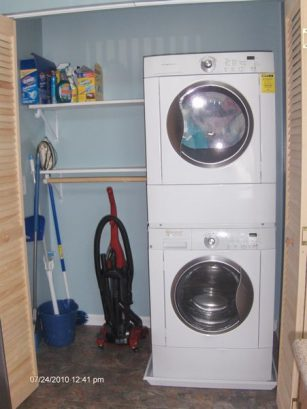 Washer/dryer and cleaning supplies included!