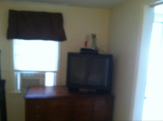 LIL COTTAGE LOWER: Bedroom with TV