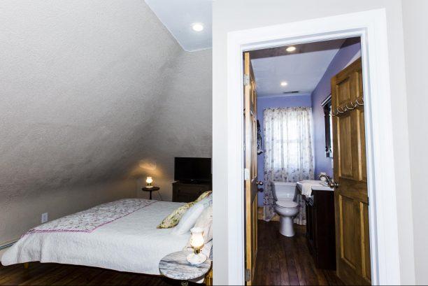 Harmony, 3rd floor bedroom, queen bed, Jack & Jill Bath, low ceiling!