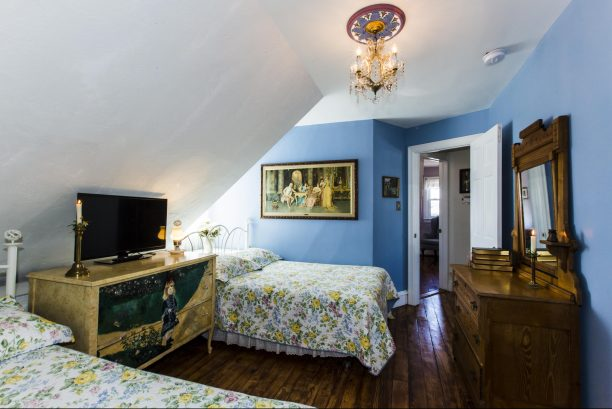 Renoir - Third floor bedroom with two double beds, shared powder room, 32 inch HDTV/DVD/cable