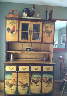 Rooster Hutch - lots of space to store your food!