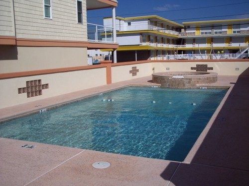 Large Pool with Jacuzzi Hot Tub