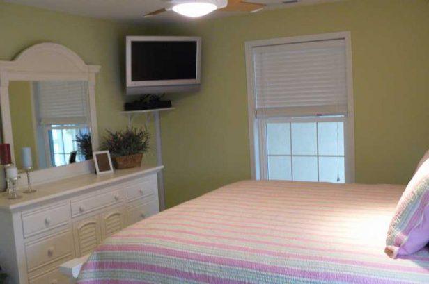 "2nd King Bedroom - 32 Wall Mount Lcd Hd Tv W/ Dvd/vcr """