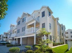 BEACH BLOCK! BEAUTIFUL! LARGE! 3BR Condo! Must see Photos