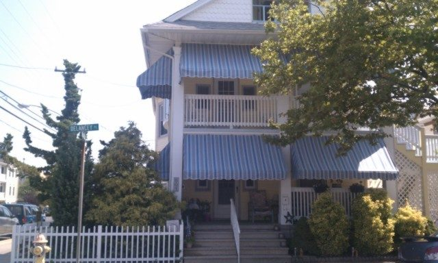 Beach Block - 3BR 1.5 Bth Private Driveway Wash/Dry GREAT location! 8/24 & Labor day AVAIL