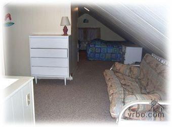 Loft! Tv, 6 Single Beds- Futon!