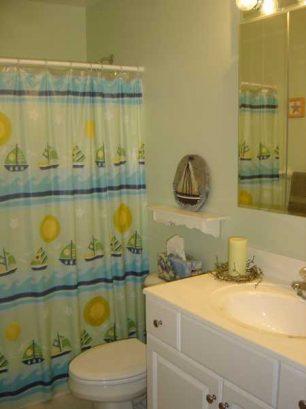 Hallway Bathroom With Shower/tub