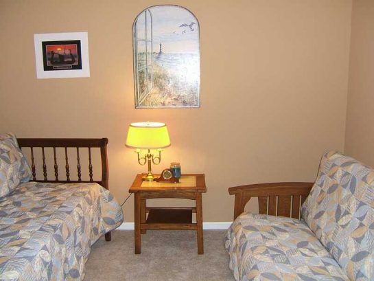 2nd bedroom w/futon and daybed with trundle