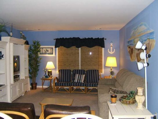 Living Room w/queen sofa bed