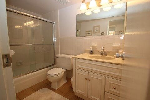 Master Br Bathroom.