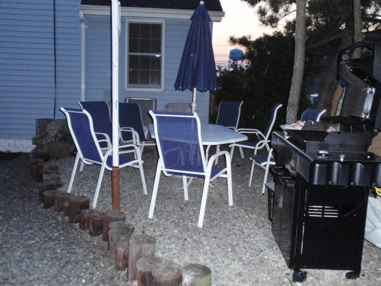 Patio Area w/Table, Chairs, Umbrella & BBQ (33 B Lafayette Ave)