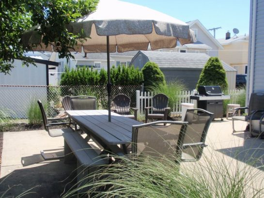 Patio Area w/Table, Chairs, Umbrella & BBQ (31 Lafayette Ave)