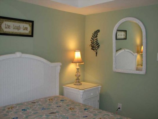 Queen Size Bed, 2 Nite Tables, 5 Drawer Dresser, Tv, Vhs!