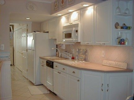 Modern Kitchen with Stovetop, Convection Oven/Microwave
