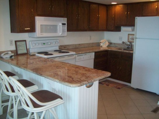 granite ccounter tops with a breakfast bar