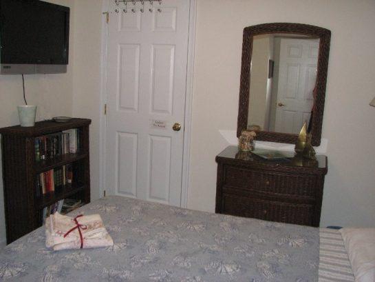 Master Bedroom - Queen Bed -32 Inch Tv - 204