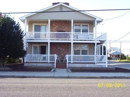 4 BR - 1 Block to Beach - Corner House