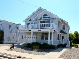 Spacious Beautiful 5 Bedroom ,Sleeps 10, Close to Beach , Town Center Hot Tub, Grill wifi